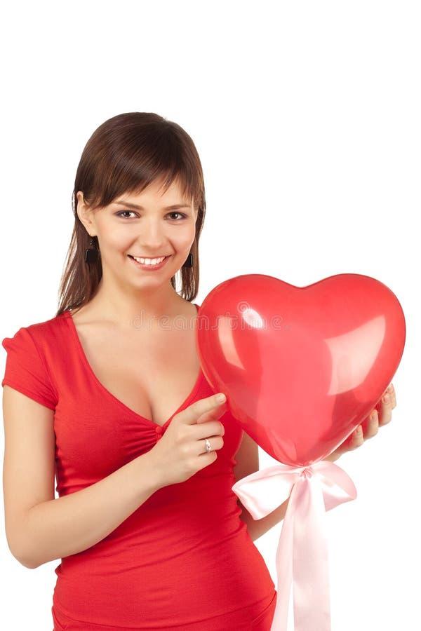 Fille avec le ballon rouge de coeur photographie stock libre de droits