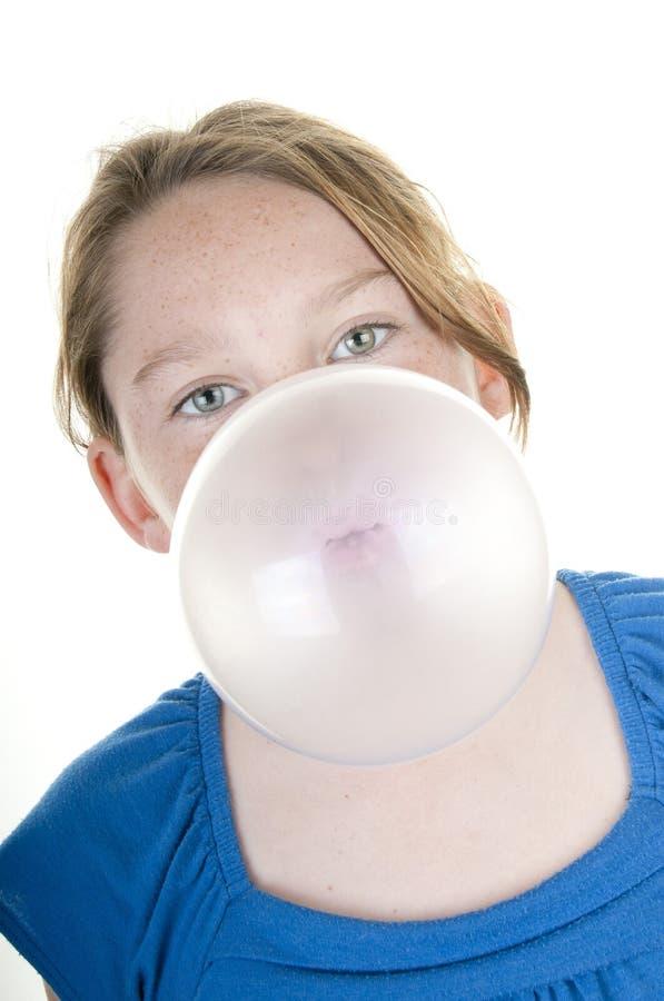 Fille avec le bubble-gum photographie stock libre de droits