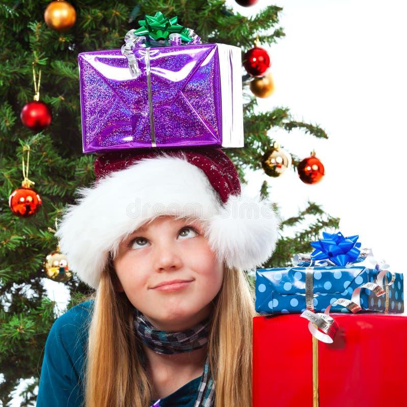 Fille avec le cadeau de Noël sur la tête roulant ses yeux photo stock