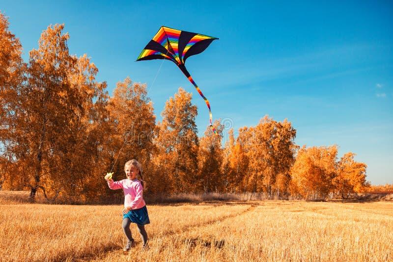 Fille avec le cerf-volant photo stock