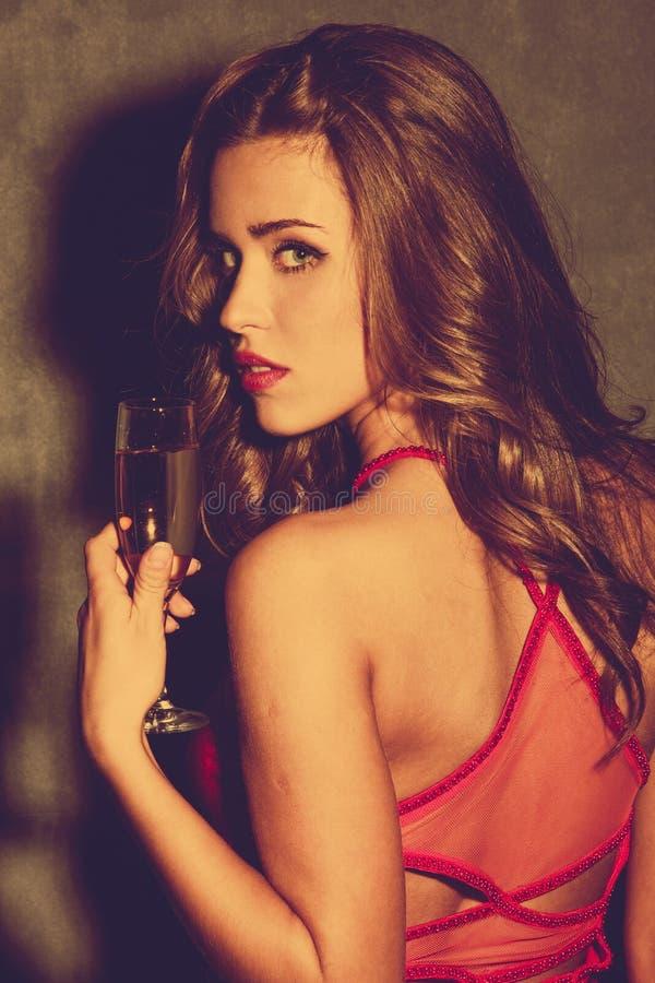 Fille avec le champagne image stock
