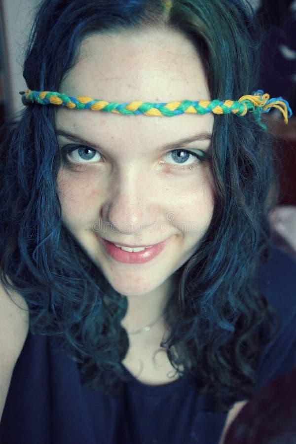 Fille avec le cheveu bleu image stock