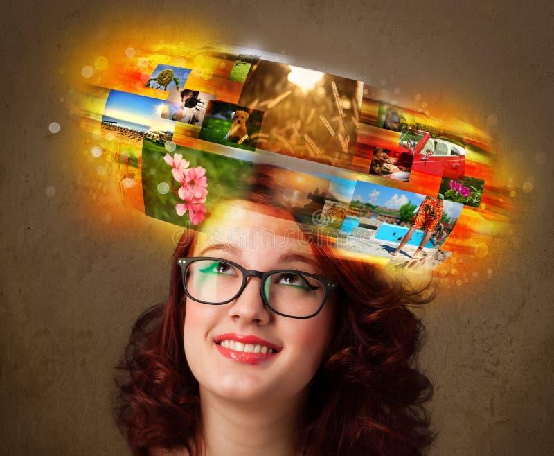 Fille avec le concept rougeoyant coloré de souvenirs de photo images libres de droits