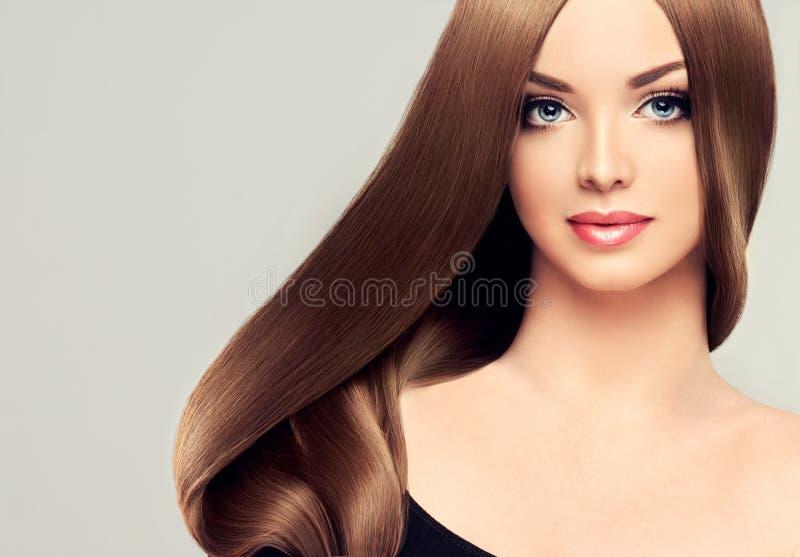 Fille avec le long cheveu image stock