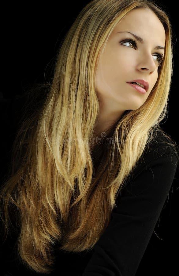 Fille avec le long cheveu blond photo libre de droits