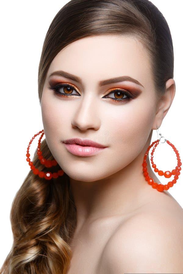 Download Fille Avec Le Maquillage Lumineux Image stock - Image du femelle, lustre: 76083531