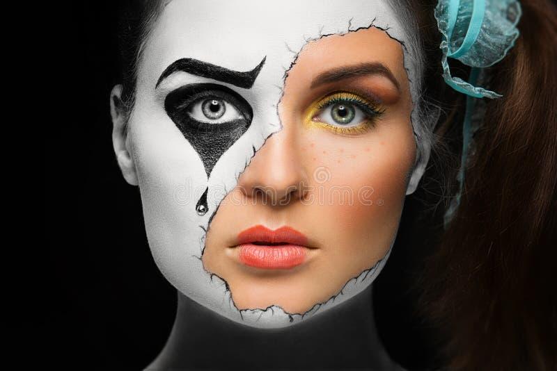 Fille avec le masque image stock