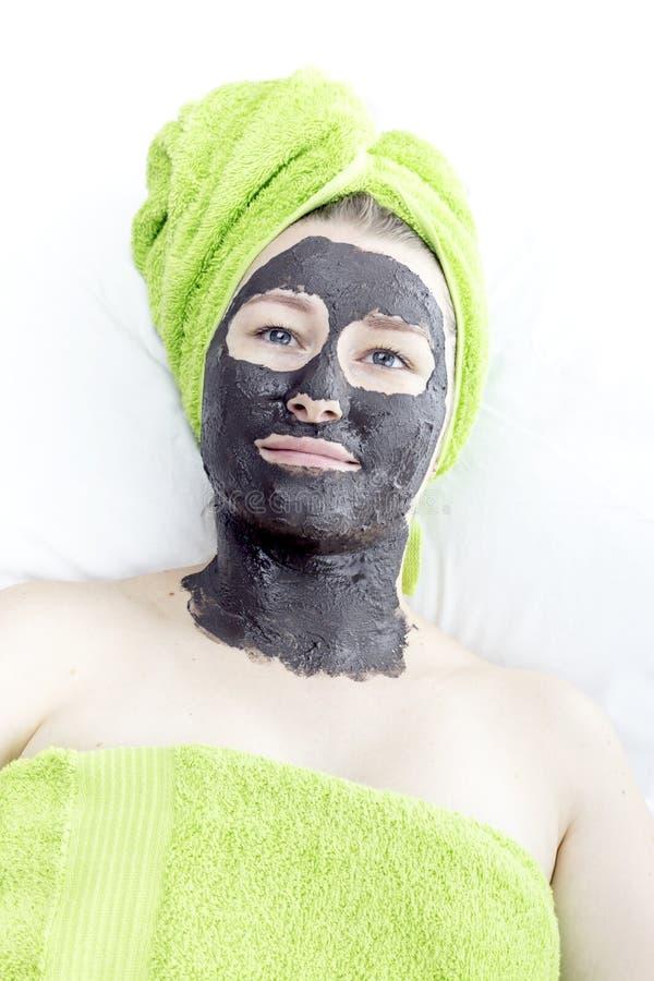Fille avec le masque cosmétique photo stock