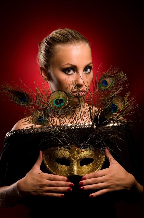 Fille avec le masque de carnaval à disposition photo libre de droits