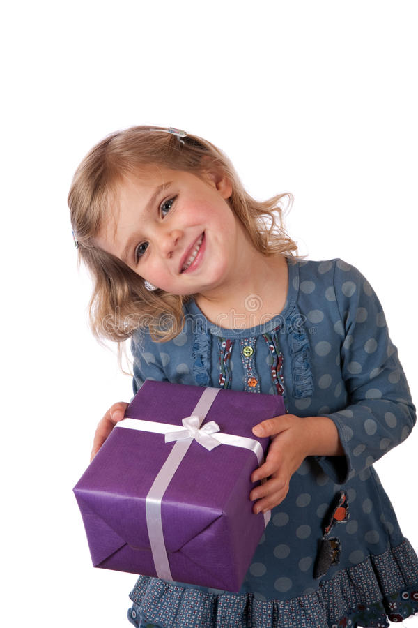 Fille avec le présent enveloppé photos stock
