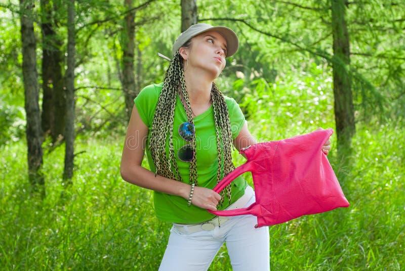 Fille avec le sac rose images libres de droits