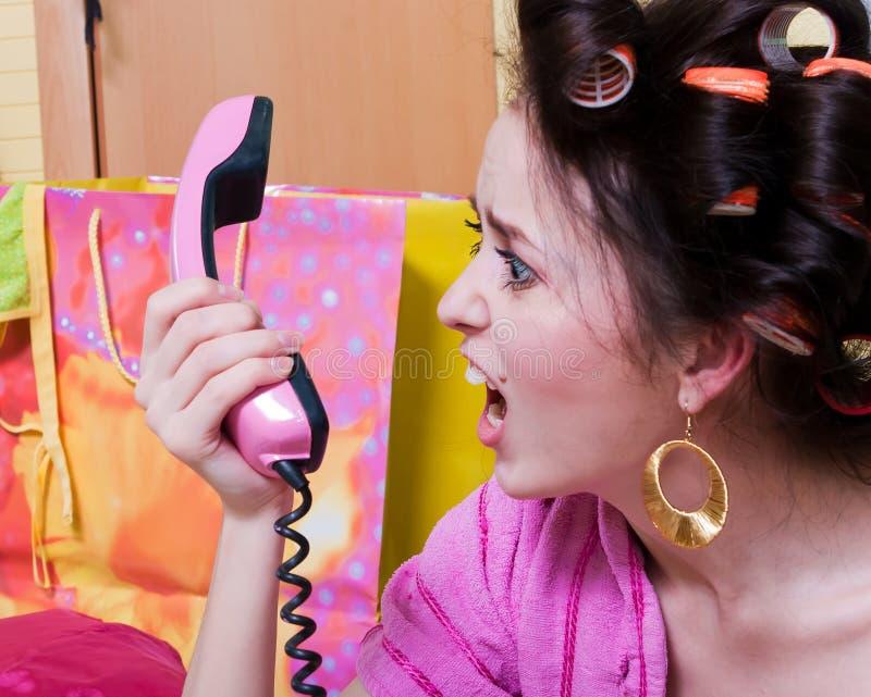Fille avec le téléphone rose images libres de droits
