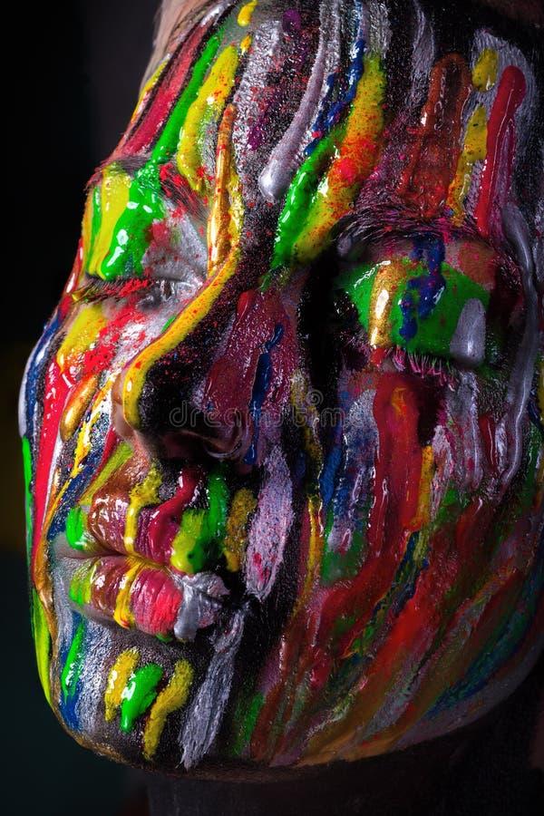 Fille avec le visage coloré peint Image de beauté d'art photo libre de droits