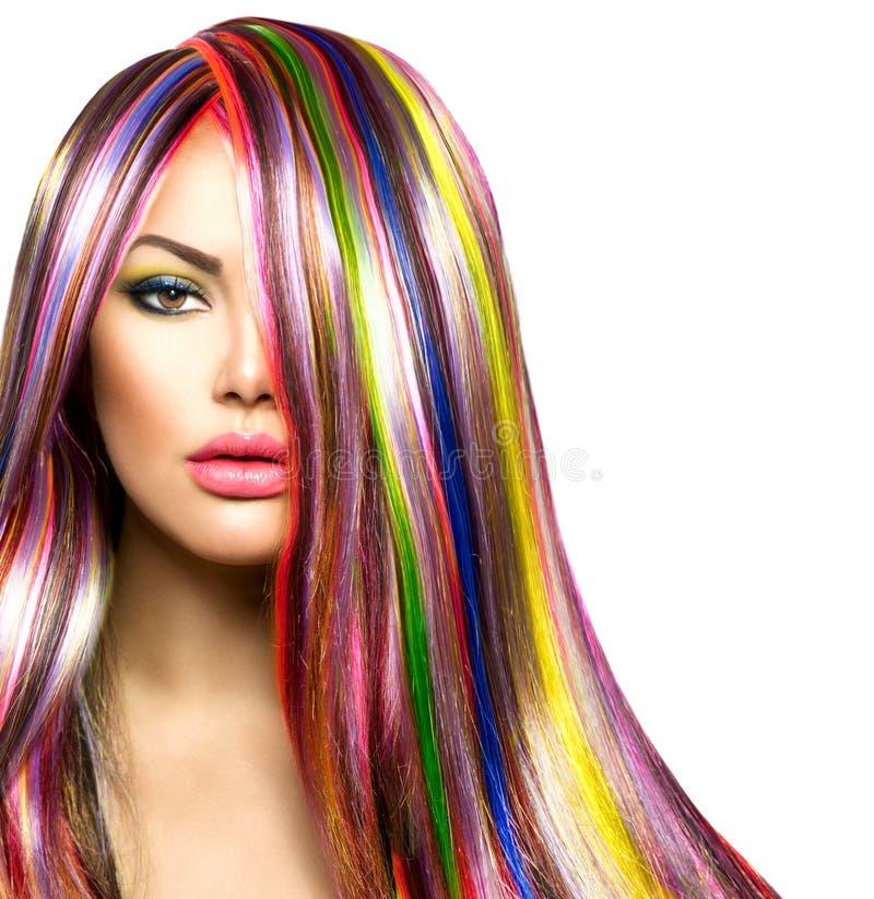 Fille avec les cheveux teints colorés photo stock