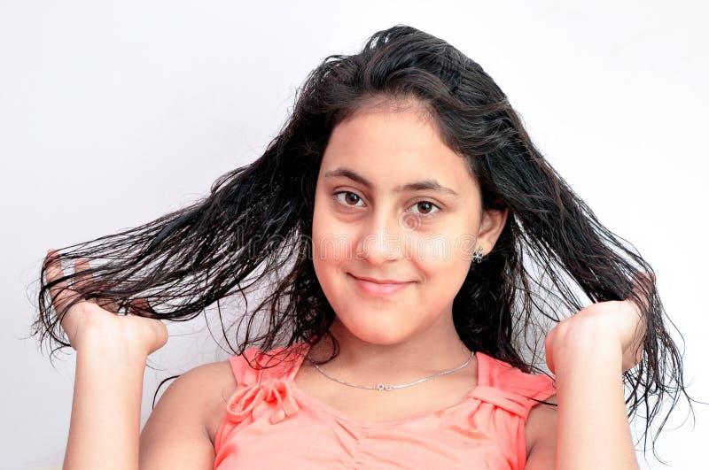 Fille avec ses poils photo stock