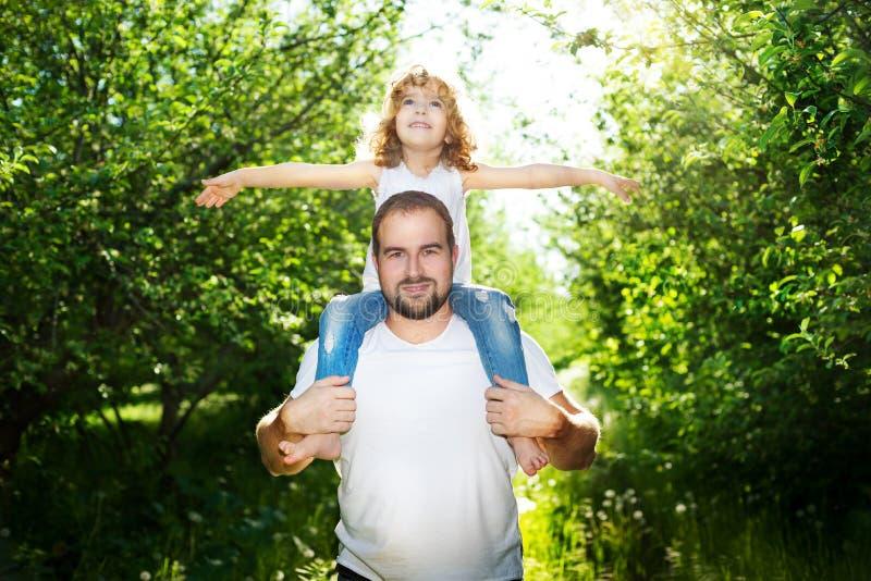 Fille avec son père images stock