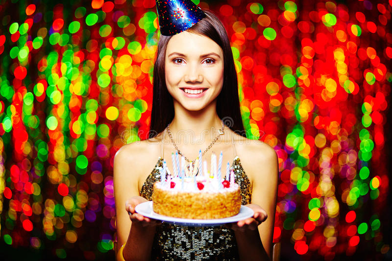 Fille ayant l'anniversaire photo stock