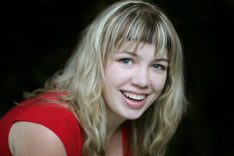 Fille blonde de sourire image libre de droits