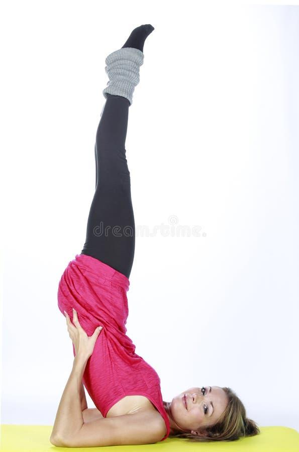 Fille blonde de sport de forme physique photos stock