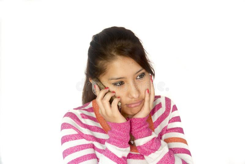 Fille bolivienne mignonne avec le téléphone image stock