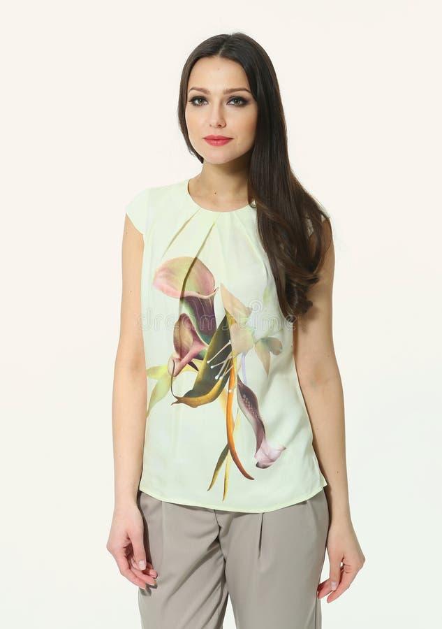 Fille brune orientale asiatique d'étudiant de cheveux image stock
