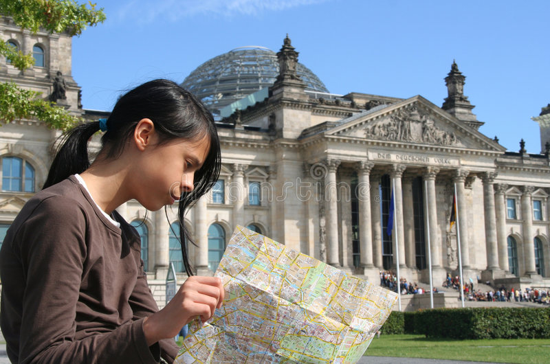 Fille chez le Reichstag photos libres de droits