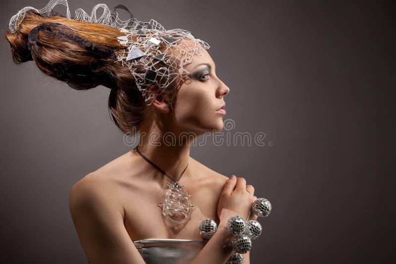 Fille cosmique de mode dans la robe et le cheveu d'expression photographie stock