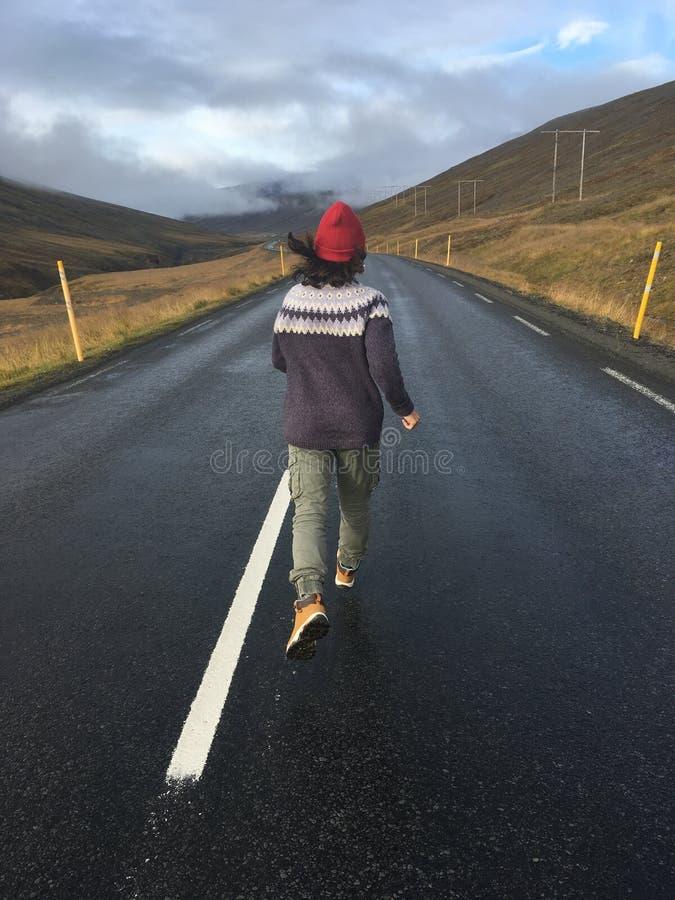 Fille courante de route photo libre de droits
