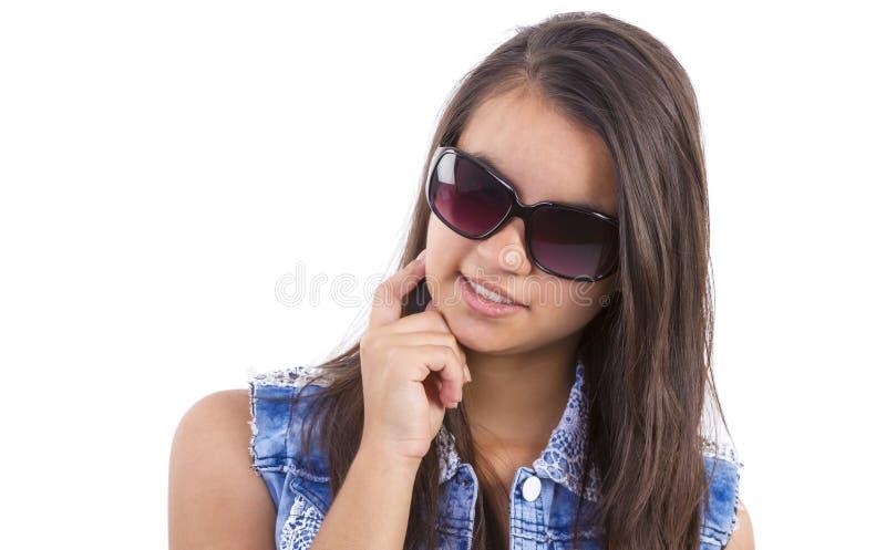 Fille d'adolescent avec des verres de soleil photographie stock