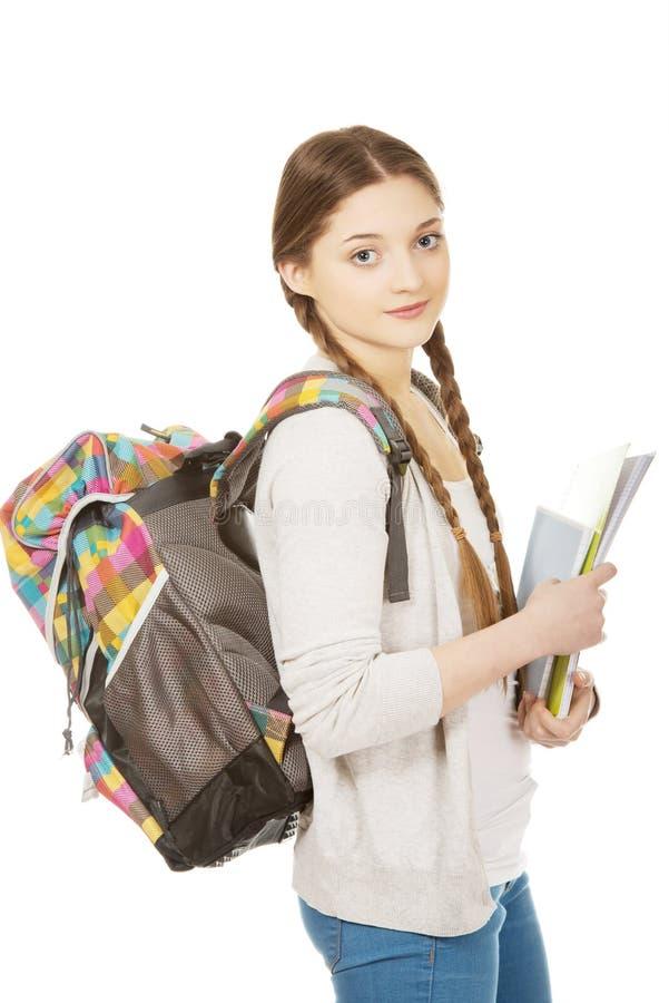 Fille d'adolescent avec le sac à dos d'école photos libres de droits