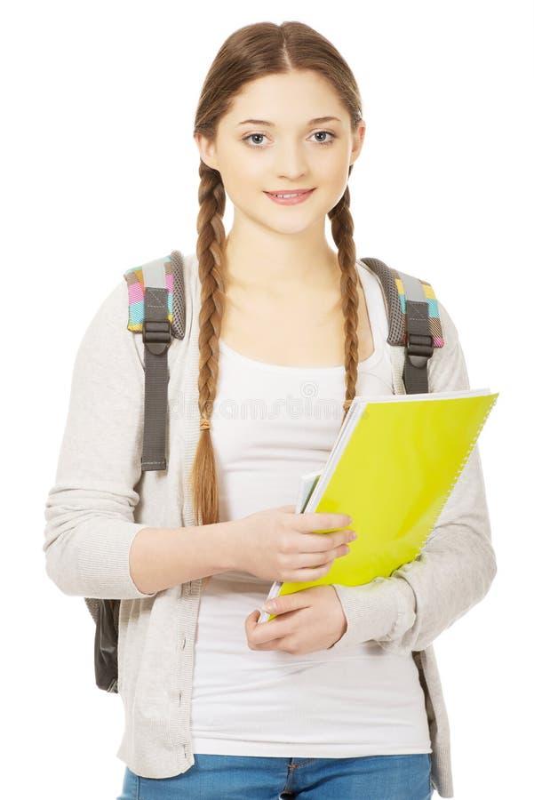 Fille d'adolescent avec le sac à dos d'école photos stock