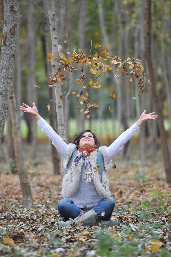 Fille d'automne image libre de droits