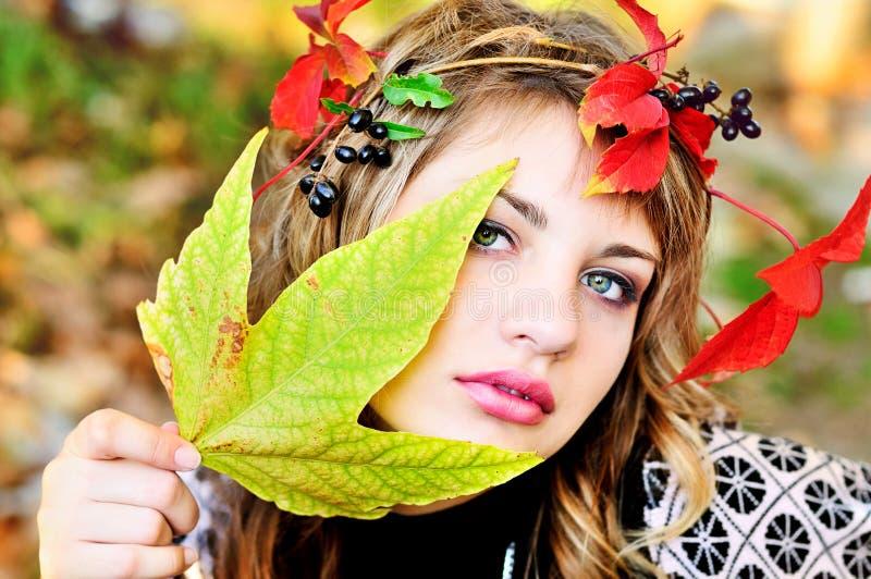 Fille d'automne images libres de droits