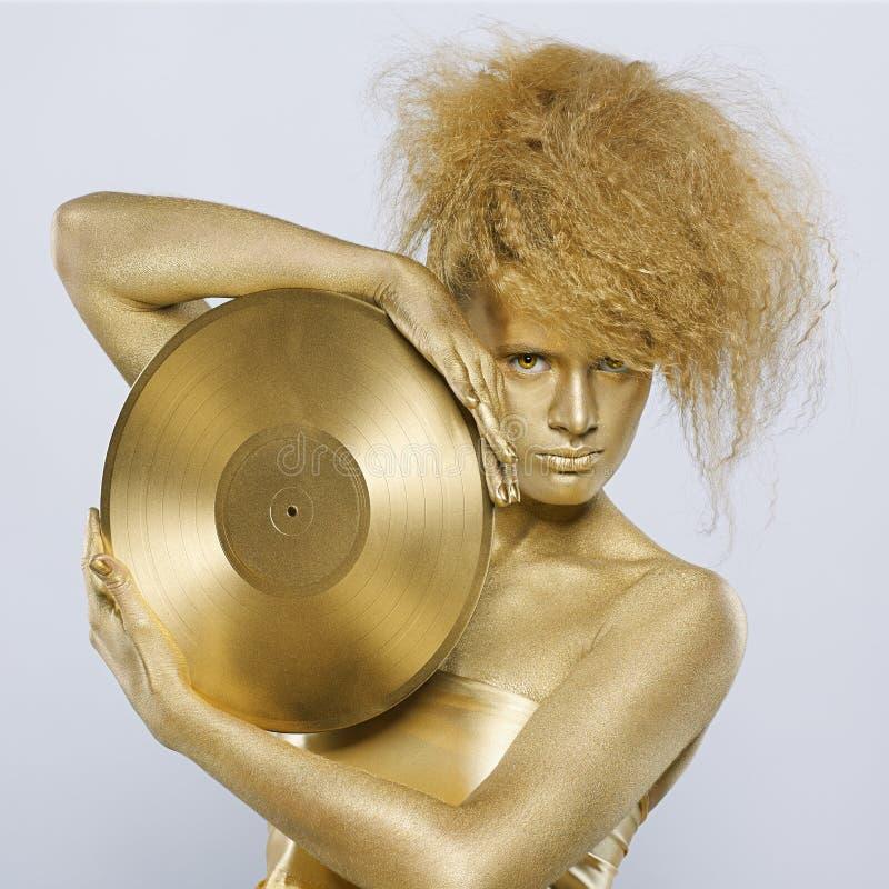 Fille d'or avec du vinyle photo stock