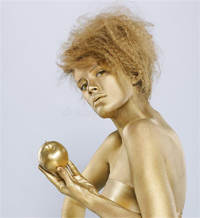 Fille d'or avec la pomme image libre de droits