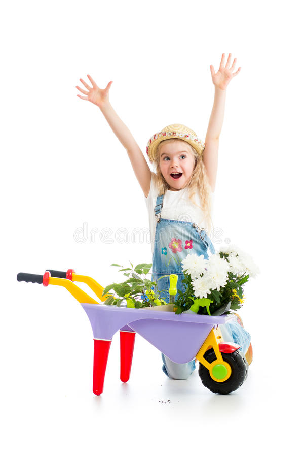 Fille d'enfant avec les fleurs et l'équipement de jardinage mis en pot photographie stock libre de droits