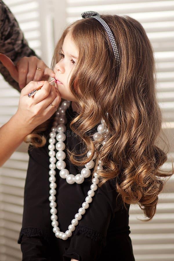 Fille d'enfant de beauté et de mode photographie stock