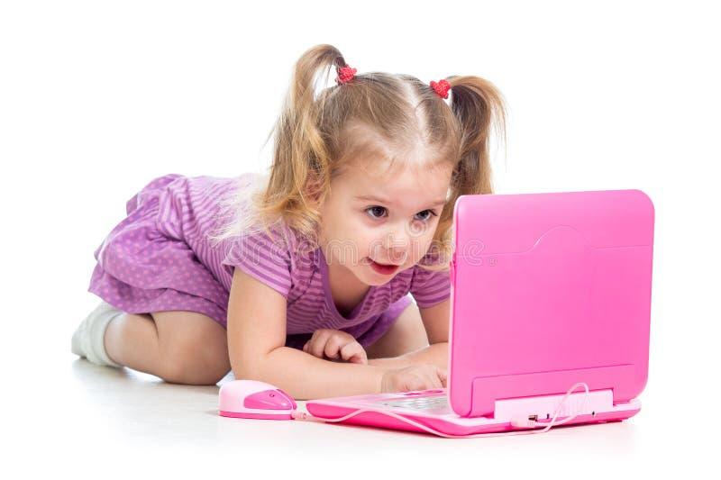 Fabuleux Fille D'enfant Jouant Avec Le Jouet D'ordinateur Portable  PJ09