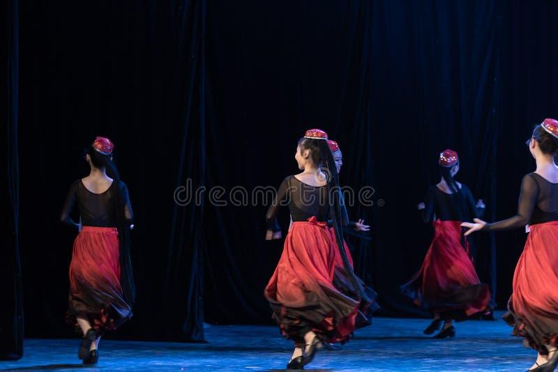 Fille d'exposition de Danse-obtention du diplôme de la ville 2-Uygur de Daban de danse Departmen photos stock