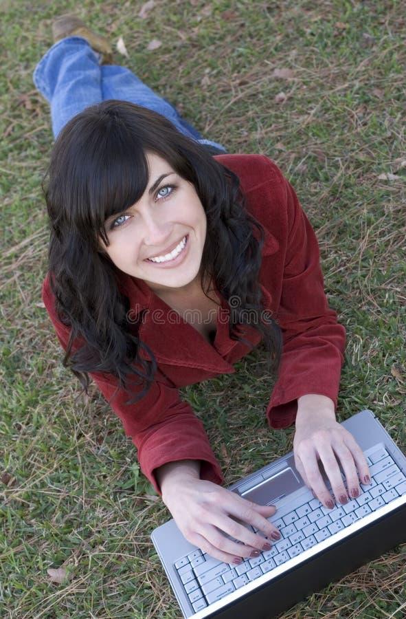 Fille d'ordinateur portatif images stock