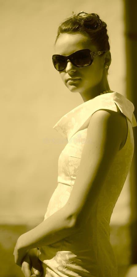 Fille dans l'image de l'actrice du vieux cinéma photo stock