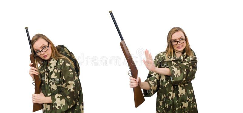 Fille dans l'uniforme militaire jugeant l'arme ? feu d'isolement sur le blanc photos stock