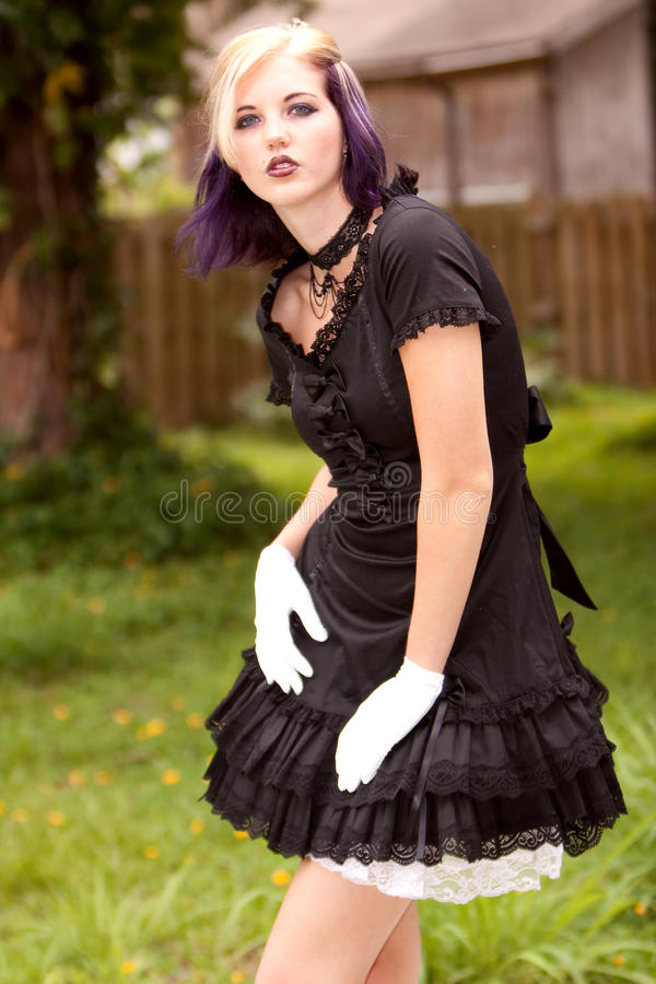 Fille dans la mini robe photo stock