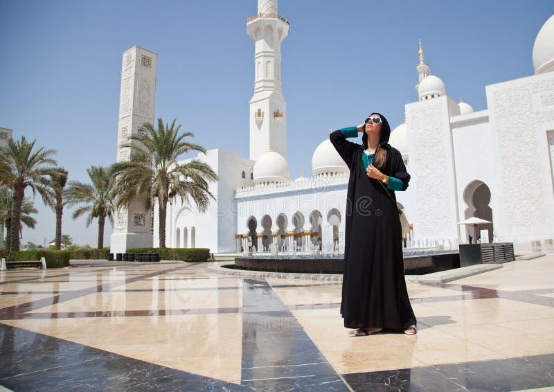 Fille dans la mosquée photo libre de droits