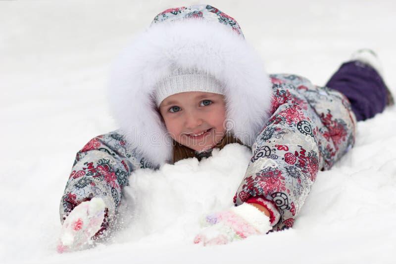 Fille dans la neige images stock