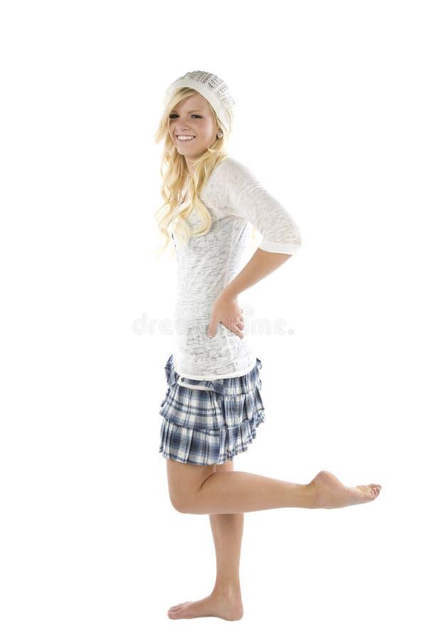 Fille dans la patte bleue de jupe vers le haut image stock