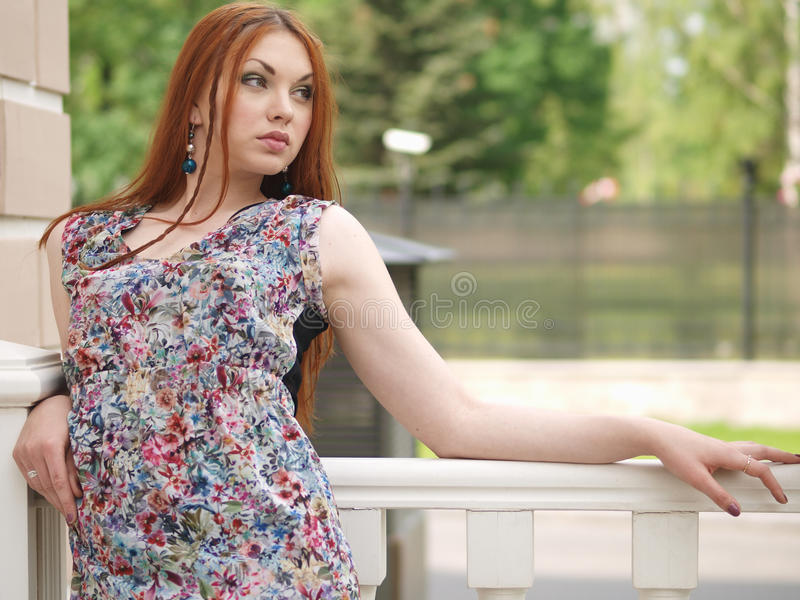 Fille dans la robe d'été photos libres de droits