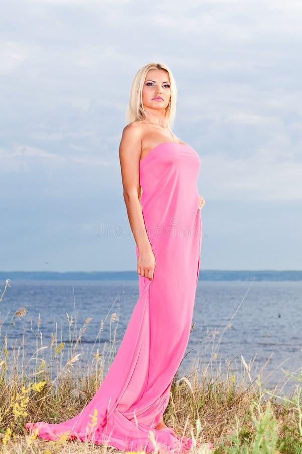 Fille dans la robe de ?. photo stock