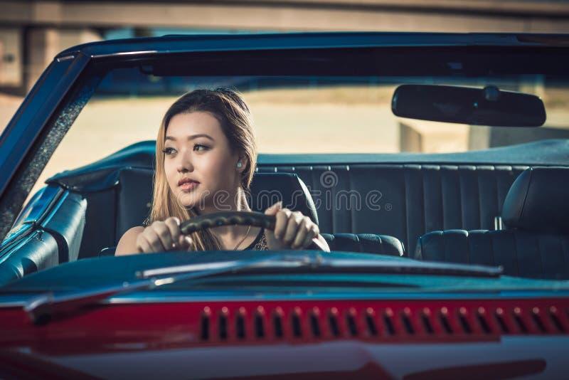 Fille dans la voiture image libre de droits