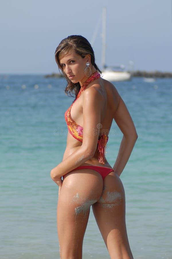 Fille dans le bikini avec le bateau photo libre de droits
